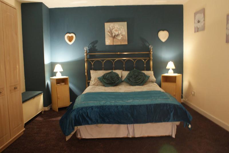 ampia camera da letto matrimoniale culla disponibile, se necessario