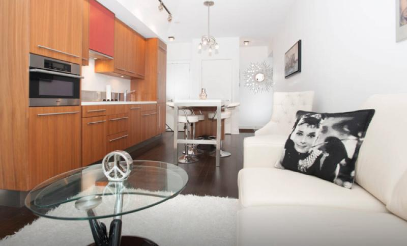 Stunning 1+den in Luxury TIFF Suite, holiday rental in Toronto
