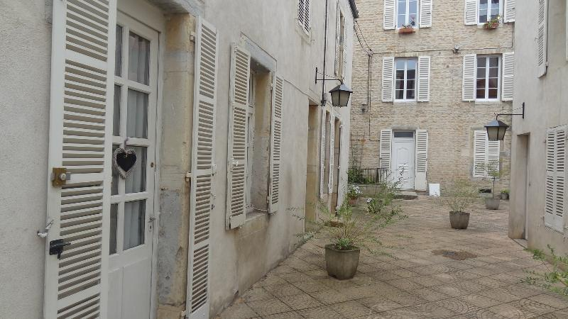 Au Nid Douillet - 'Un Air de Campagne', vacation rental in Dijon