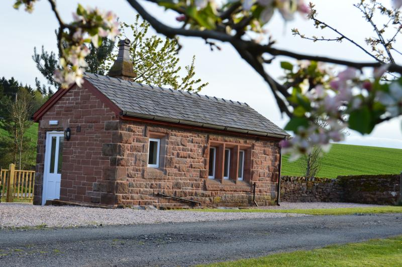 Refurbished railway Weigh Office offering compact accommodation in the beautiful Eden Valley.