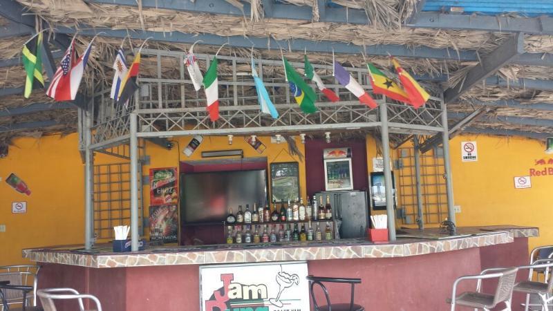 Mermelada de estiércol Bar and Grill