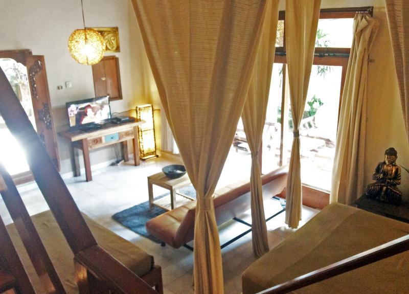 Downstairs Living Room/Bedroom Combination w/2 Queen Beds, Pullout Futon Sofa, 32' Flatscreen TV, BR