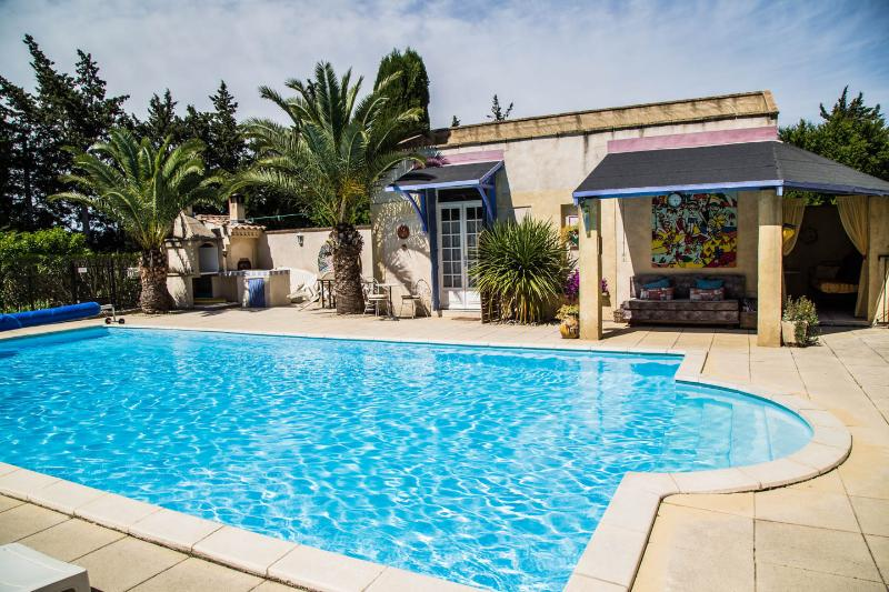 Chez Pauline; sleeps 2, in the heart of Provence, holiday rental in Rognonas