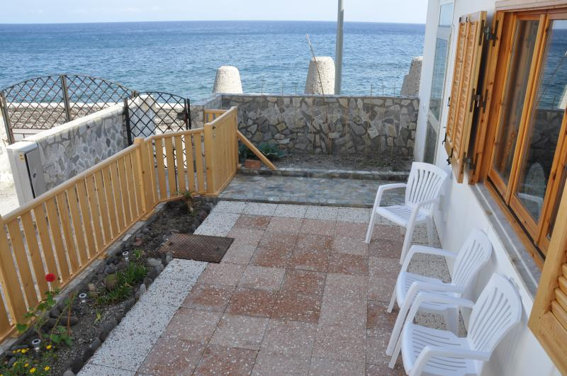 Marina : direttamente sul mare, holiday rental in Aeolian Islands