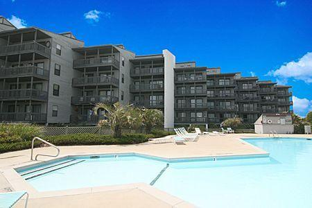 1213 Shipwatch Villas - 2BR Oceanfront Condo in North Topsail Beach with Communi, vacation rental in North Topsail Beach