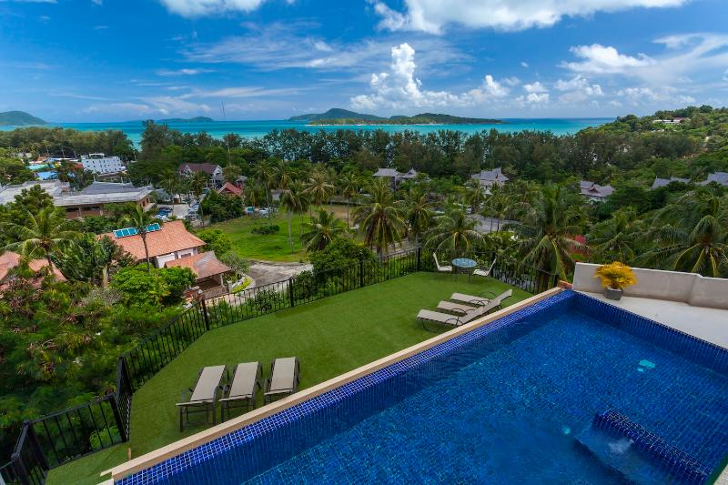 DIAMOND: 9 Bedroom, Seaview, Private Pool Villa, Sleeps 24 Guests - Great Value, vacation rental in Nai Harn