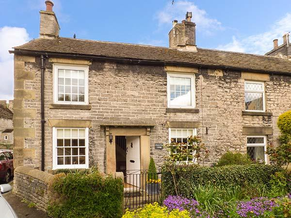 CHERRY TREE COTTAGE next to castle, woodburning stove, in National Park in, holiday rental in Castleton