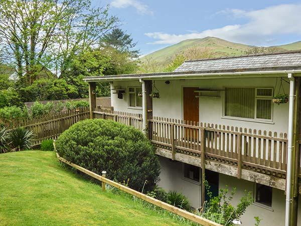 DOLGOCH FALLS, terraced holiday home with WiFi, near Dolgoch Falls, communcal, casa vacanza a Tal-y-llyn