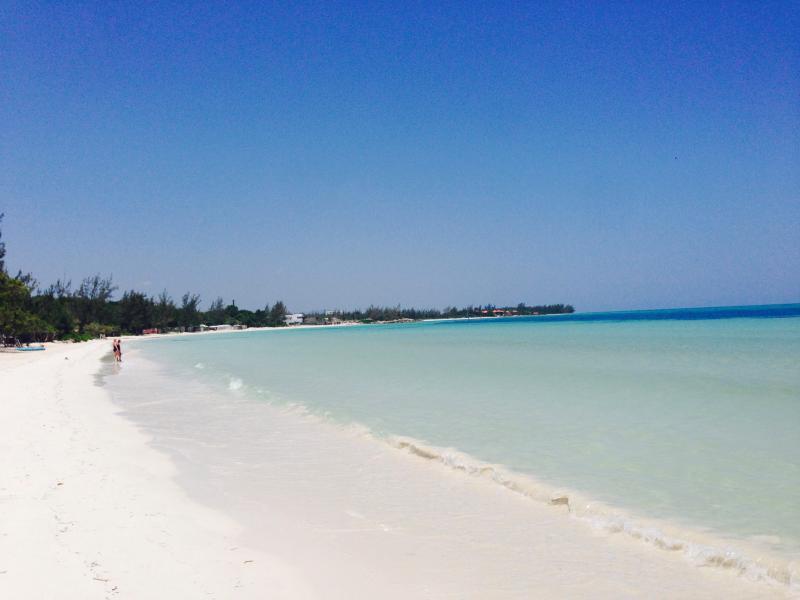 Playa Blanca y aguas cristalinas