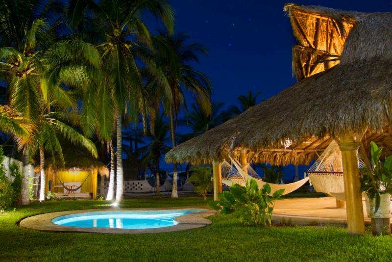 Casa en Acapulco, a unos metros de la playa., holiday rental in Coyuca de Benitez