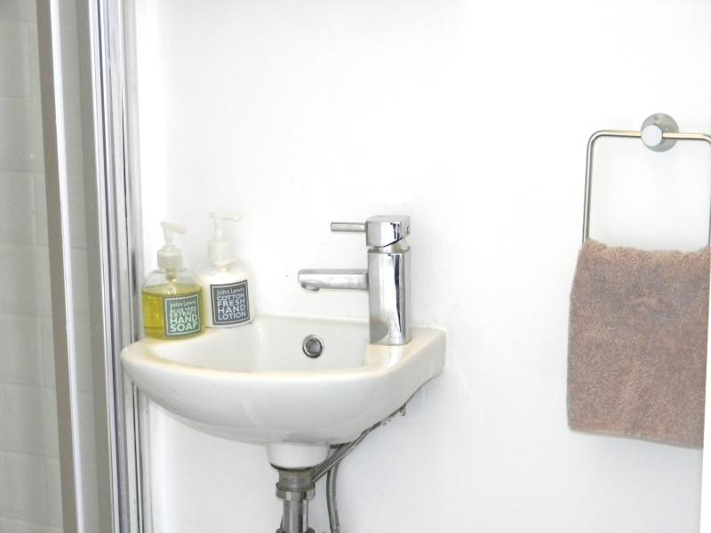 Wash basin and fluffy towels