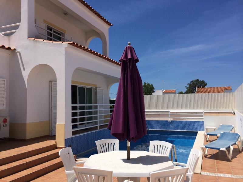 187 m² house with pool next to beaches, aluguéis de temporada em Porches