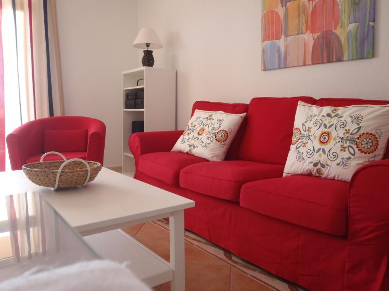 living room, TV with international channels, stereo, CD, free wifi.