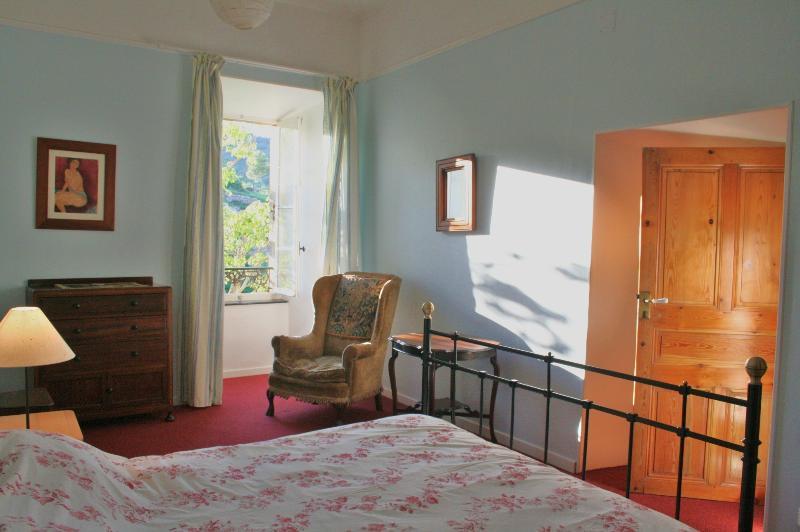 Main bedroom 160x190 double bed