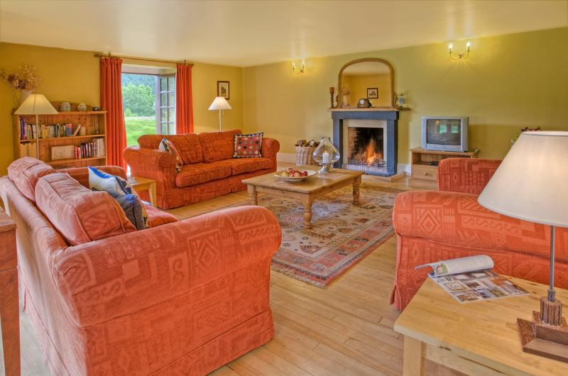 The East Lawn - spacious with log fire, alquiler vacacional en Abbotsford