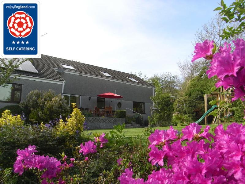 Visit Britain 4 star gold self catering apartment in rural hamlet.  Beautiful countryside views.
