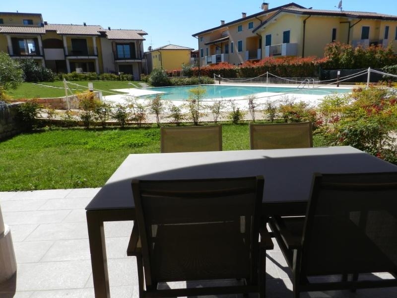 outside dining with view on the swimming pool