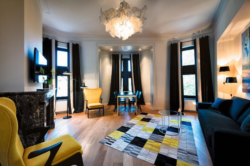 European District - Design Apartment with Terrace, alquiler de vacaciones en Auderghem