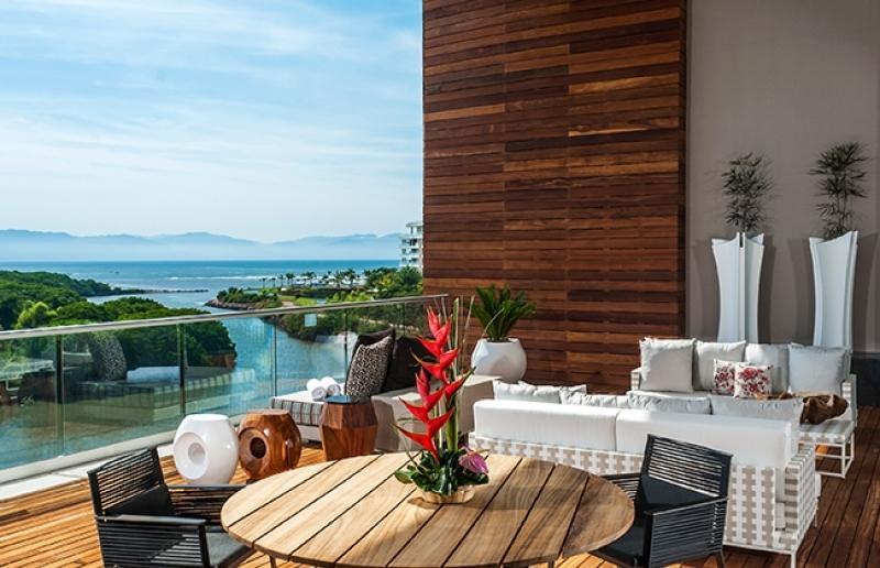 unterhalten Sie oder erfrischen Sie sich in Ihrem Plunge-Pool auf dem Balkon