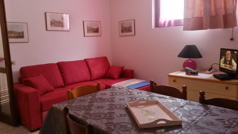 sala pranzo con divano letto 2 posti