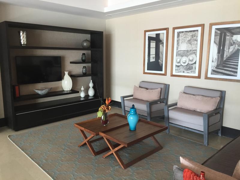 Schlafzimmer mit Couch, die perfekt für die älteren Kinder