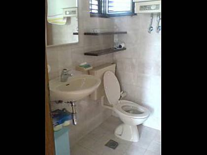 A2 (1 + 3): baño con inodoro.