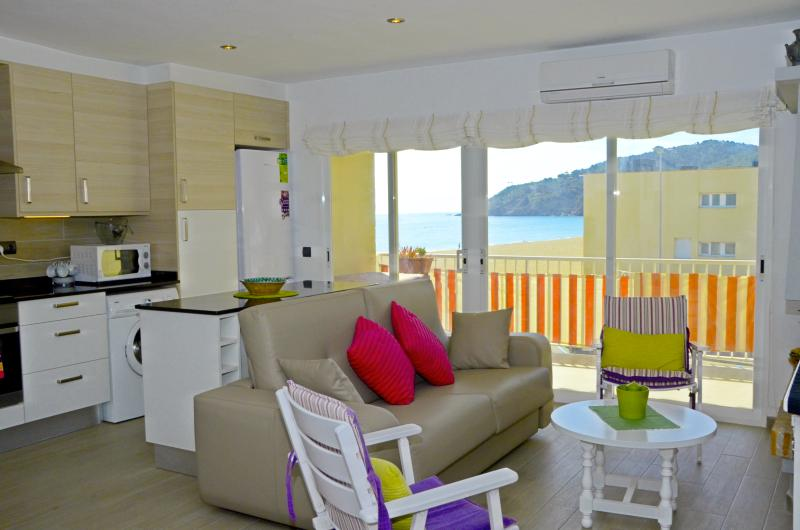 Front beach apartment , sea view. COSTA BRAVA, location de vacances à Pals