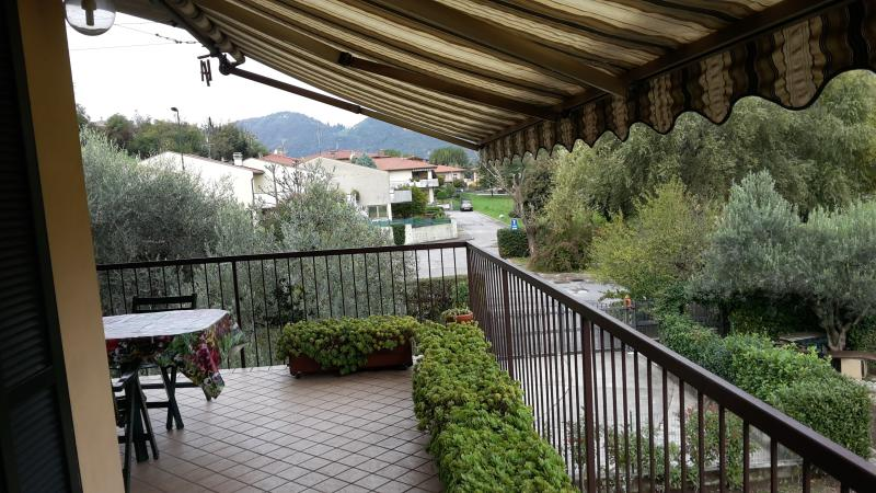 Terrace Green Lake Walks Bike Golf Wine&Food +WiFi, holiday rental in Iseo