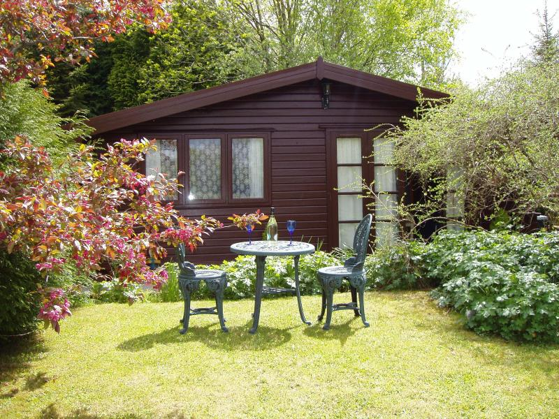 ALPINE LODGE, CASTELLAU, LLANTRISANT - 12 MILES FROM CARDIFF. CF72 8LP, holiday rental in Merthyr Vale