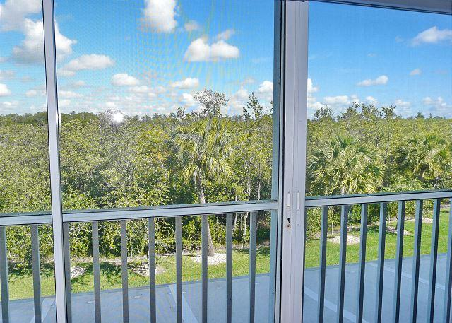 Secluded condo in quiet section of Island w/ heated pool & hot tub, vacation rental in Everglades City