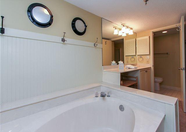 Guest Suite Full Bathroom w/ Garden Tub and Shower