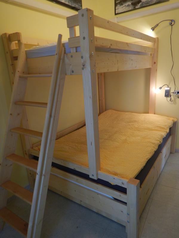 Un lit superposé pour les enfants ? Absolument pas ! Il s'agit d'un lit adapté pour tout le monde!!