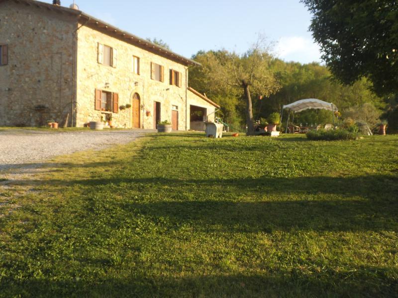 casa vacanze ambiente familiare, location de vacances à Querceto
