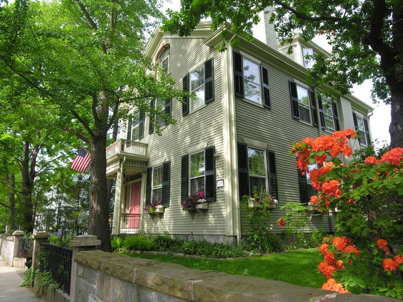 Historic Bed & Breakfast in Coastal Seaport, casa vacanza a New Bedford