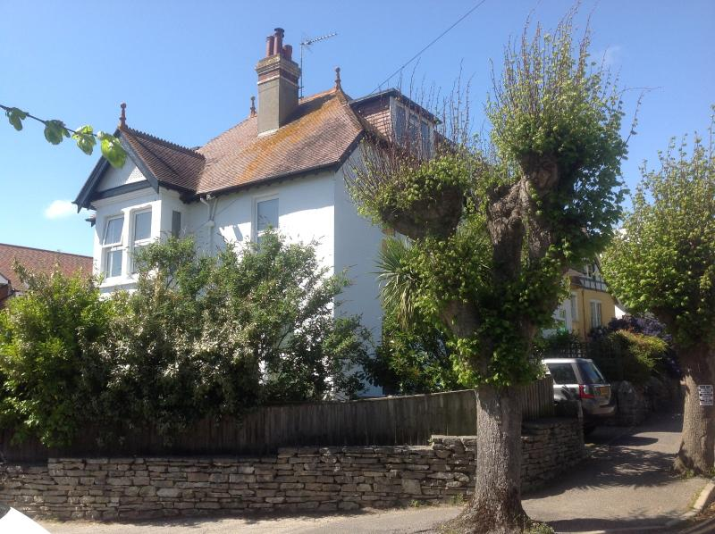 The White House, 1 minute walk to sandy beach, dog friendly, vacation rental in Studland