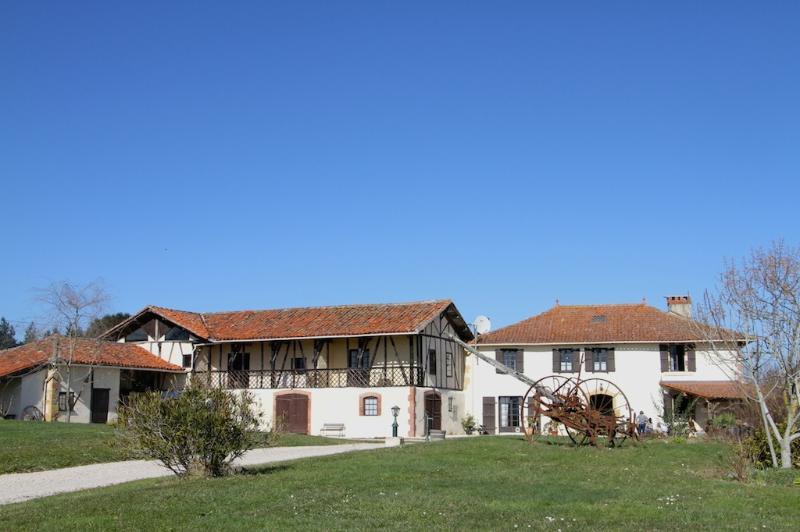Large Groups - France Getaway, sleeps 10-30, €25/adult, €20/child, under 3 free, holiday rental in Berdoues