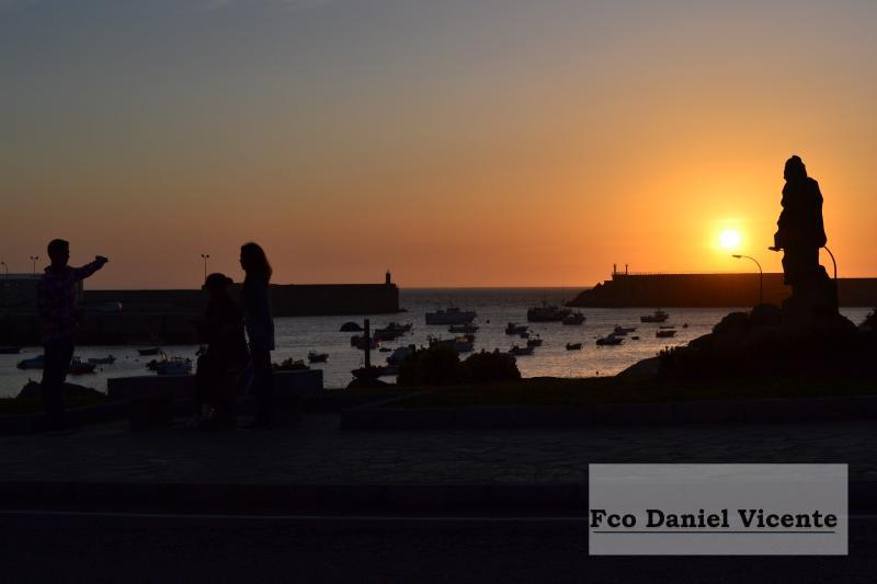 Puerto y monumento al pescador desaparecido.