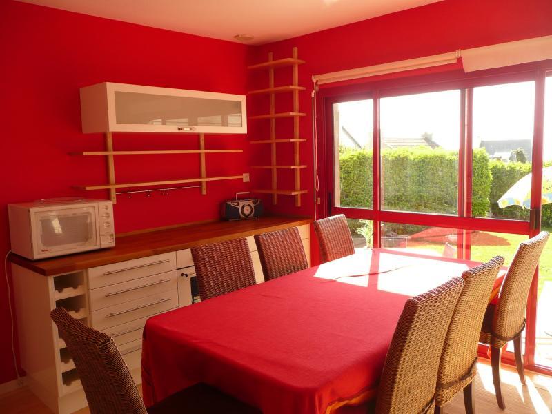 un amour de maison, vue mer, face aux iles Has Balcony and Grill ...
