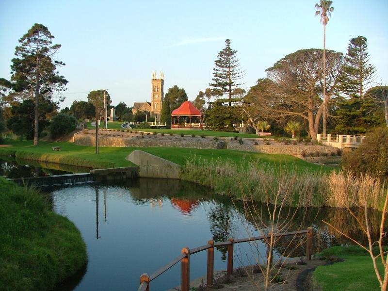 Soldiers Memorial Park und die Angas Fluss über die Straße von Hamilton House B & B.