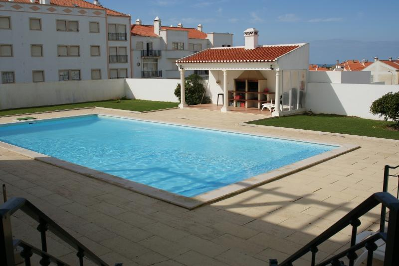 T2 in Beach House Areia Branca ...with Swimingpool, vacation rental in Seixal