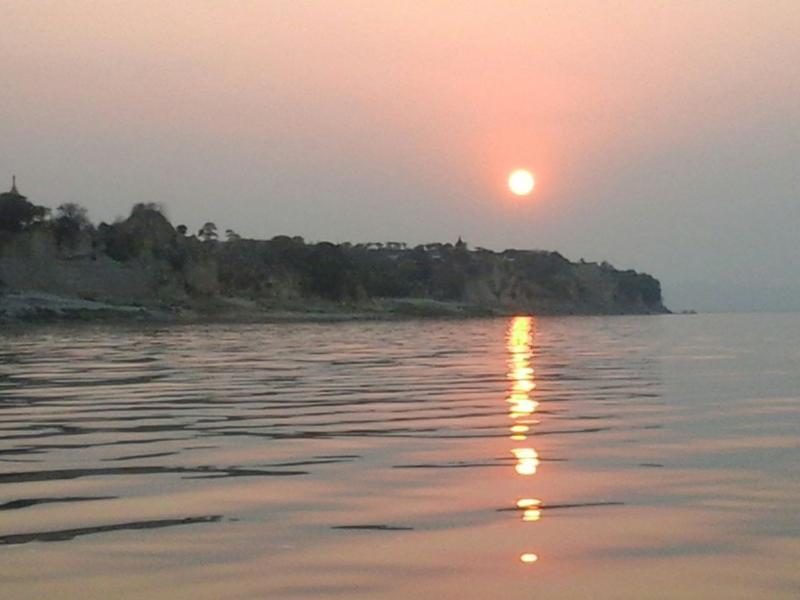 Dalla spiaggia: tramonto su Santo Stefano