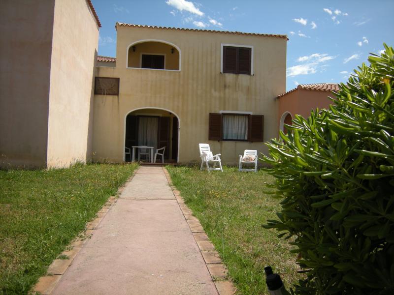 Trilocale 5 Piano Terra da Ivana Mare & Mirice Case Appartamenti Vacanza, holiday rental in Aglientu
