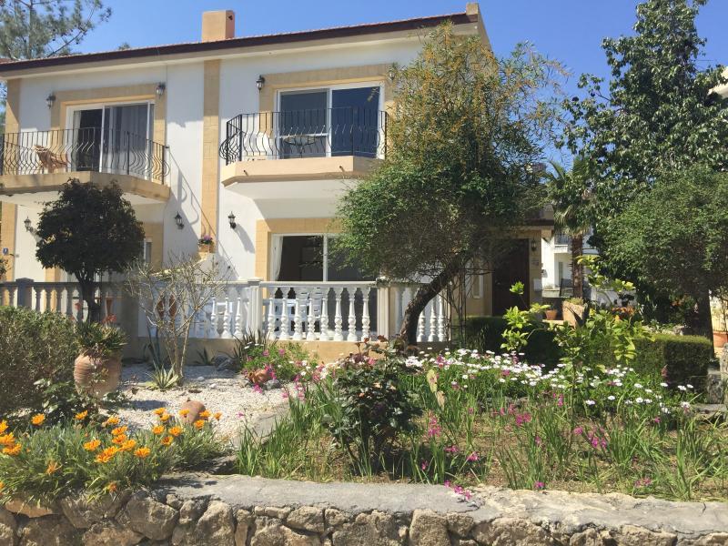 Notre villa semi-détachée, la nôtre à droite.