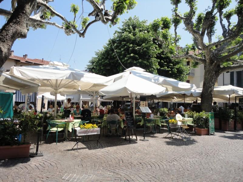 Eating out in Piazza Cadorna, Stresa