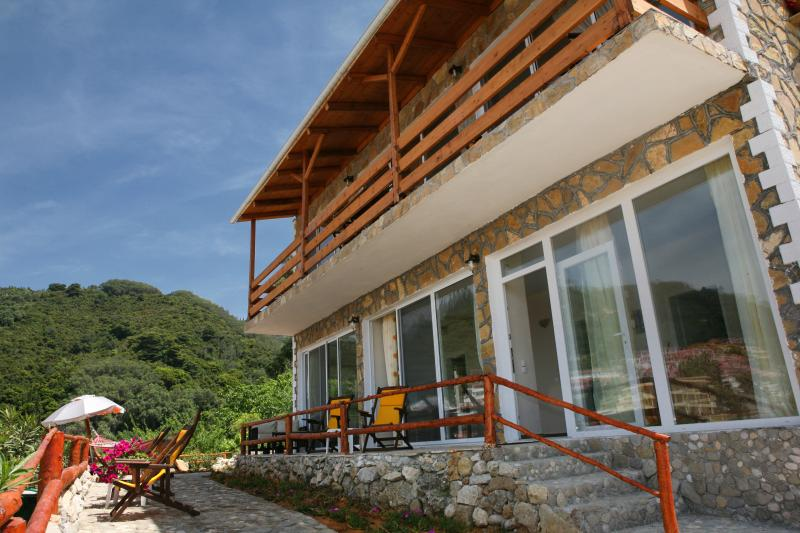 Panoramic Sea View Apartment-2 Min from beach, holiday rental in Agios Gordios