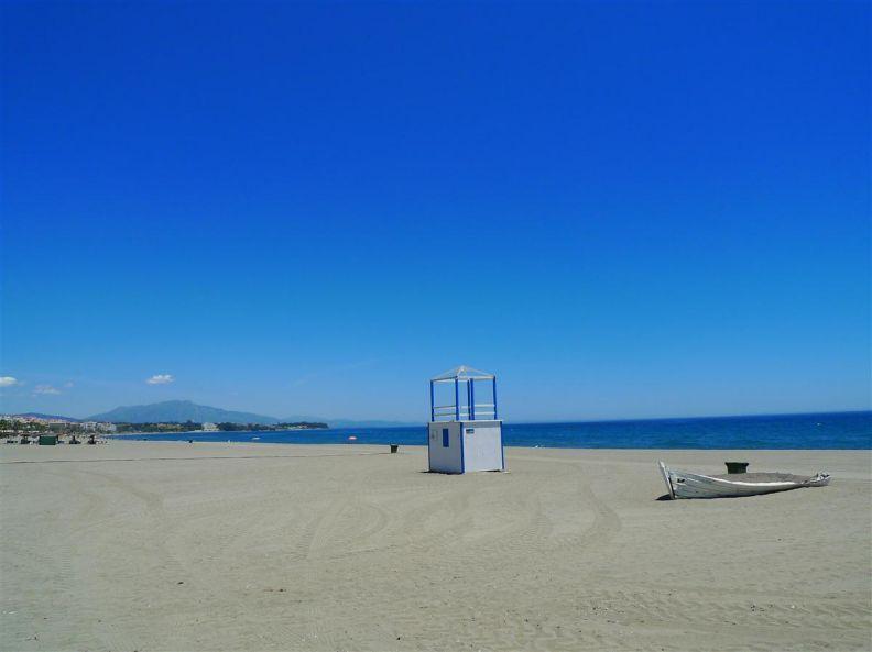 Estepona Beach (2 min walking)