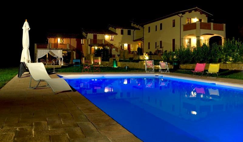 Kaasjeskruid appartement Borgo le Capannelle-Lit Zwembad nachts