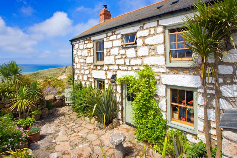 WHITEBREAKERS, charming cornish cottage by the beach with lush garden &sea views, casa vacanza a Sennen