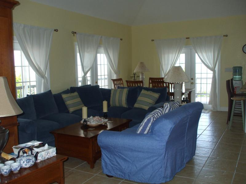 15 the Cays living room