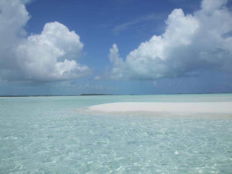 Clear water - Elizabeth Harbour